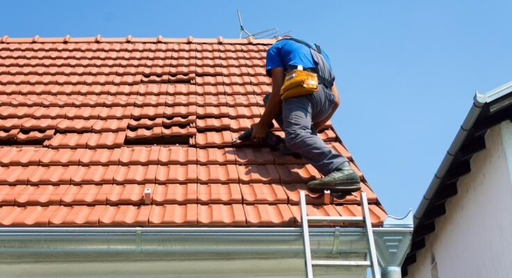 Benefits Of Getting A Roof Technician